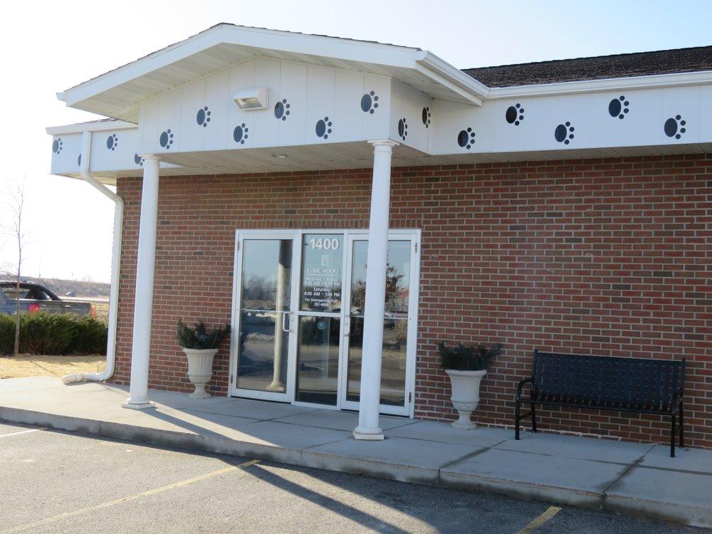 Ames Pet Hospital: 1400 Dickinson Ave, Ames, IA