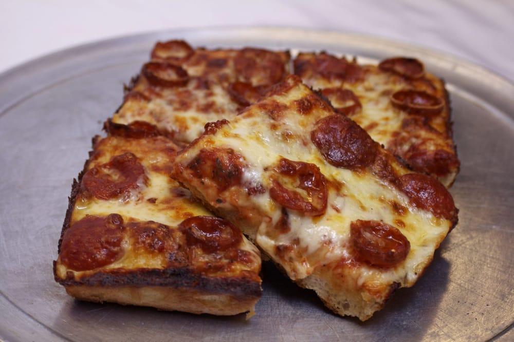Belle Isle Pizza: 7869 E Jefferson Ave, Detroit, MI