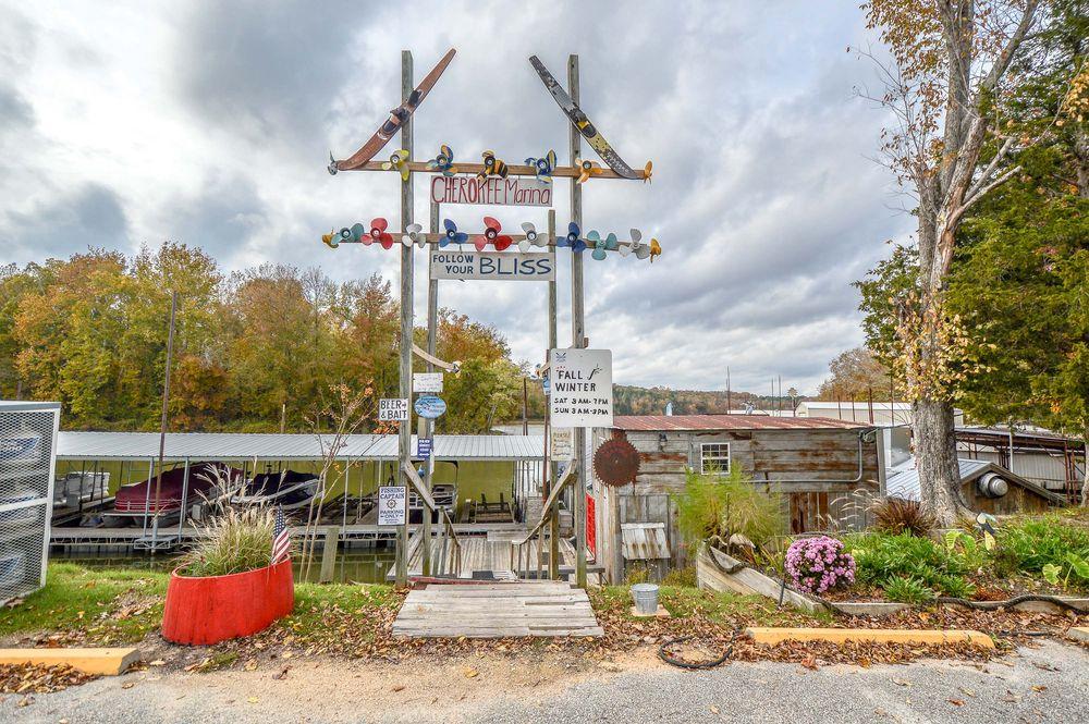 The Boat Shack: 1748 Cherokee Heights Rd, Sugar Tree, TN