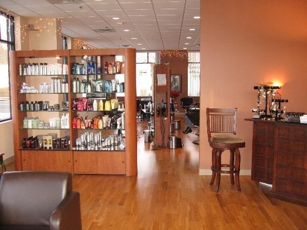 500 Fifth Avenue Salon & Spa: 500 5th Ave NW, New Brighton, MN