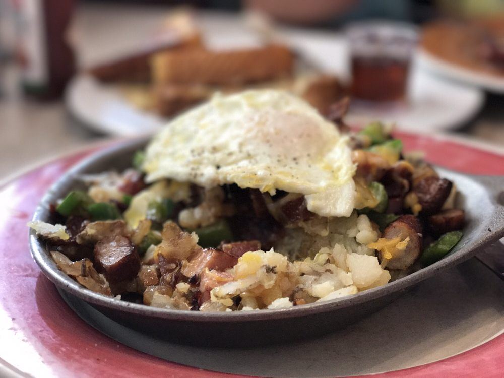 Molly Brown's Country Cafe: 15775 Mojave Dr, Victorville, CA