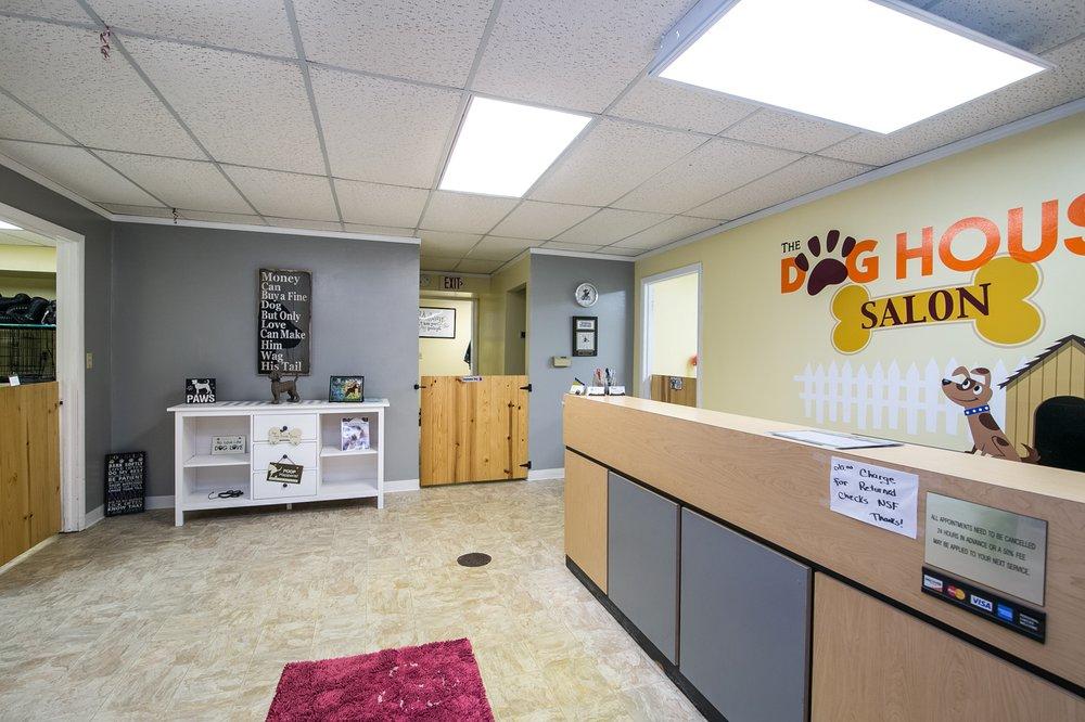 The Dog House Salon: 1320 S Harlem Ave, Freeport, IL
