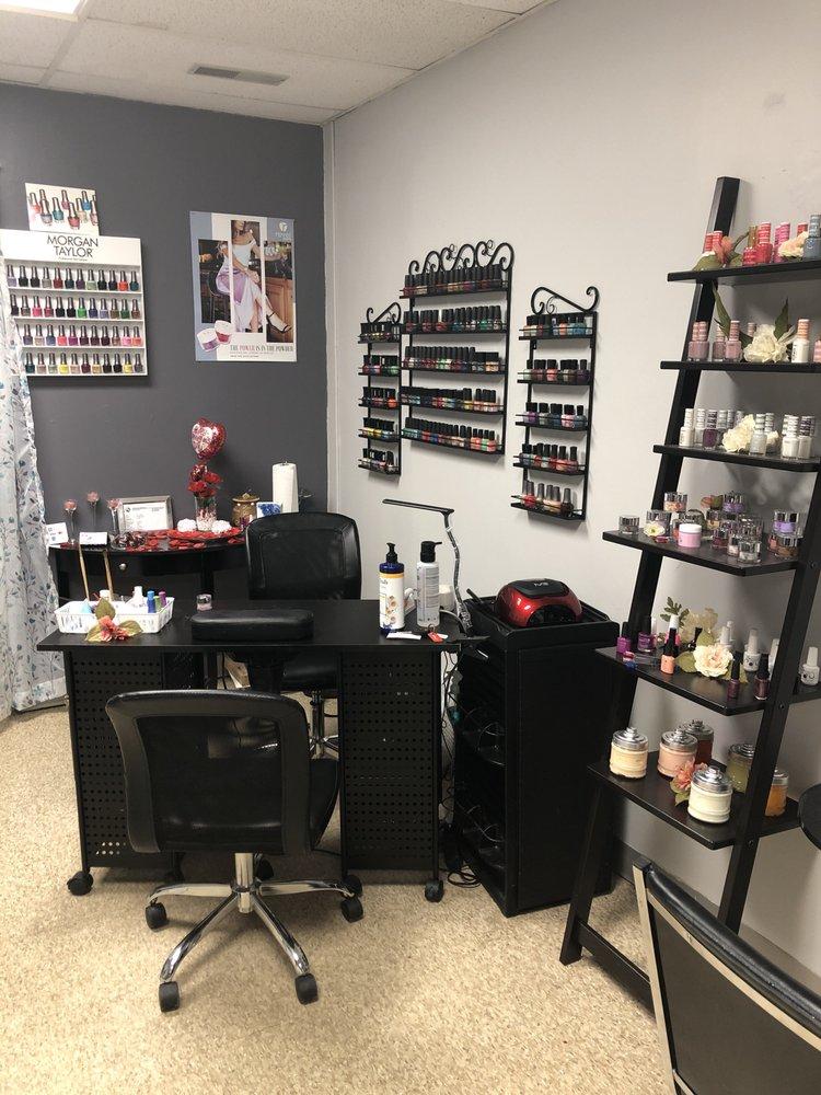 Bernadettes Salon: 1016 W 7th St, Auburn, IN