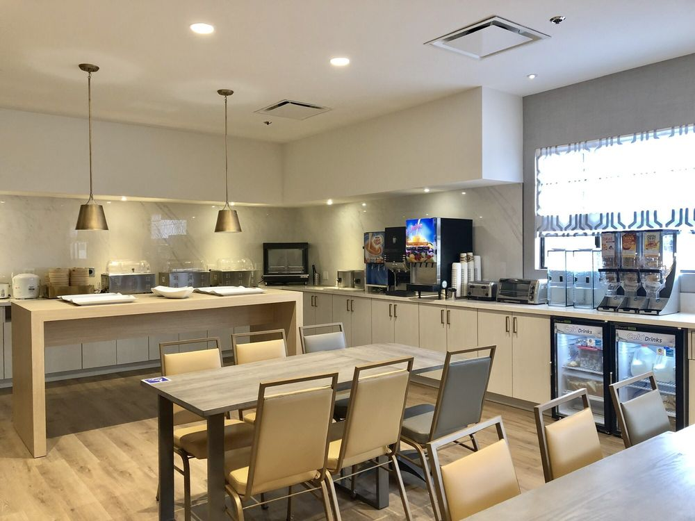 Lincoln Hotel - SureStay Collection by Best Western
