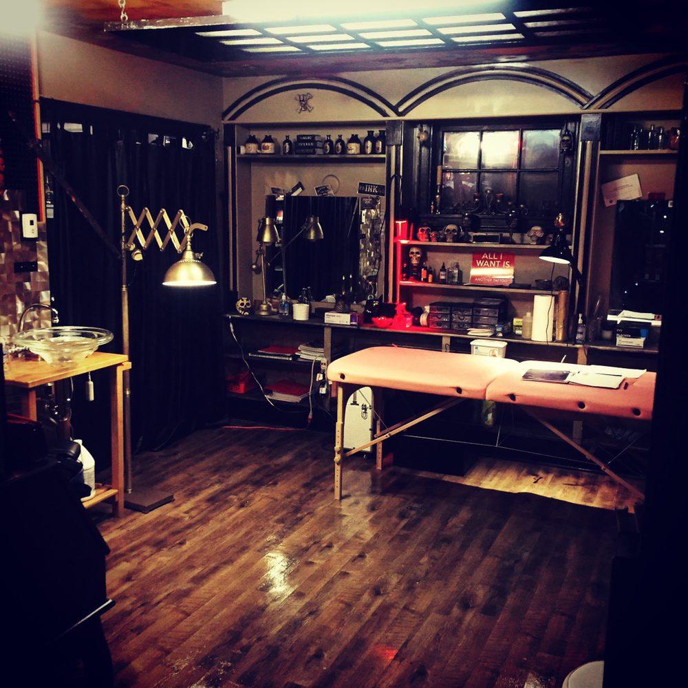 Slingin iNK 902 Tattoo Shop: 1 Ashdale Avenue, Halifax Regional Municipality, NS