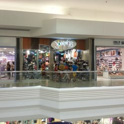 Journeys Shoe Store - Shoe Stores - 5 Woodfield Mall