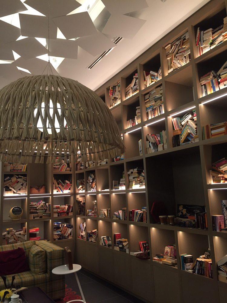 Living Room Like A Library: Nest-like Library Vibe