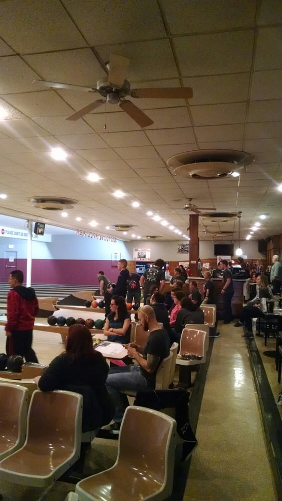 The 10th Frame - 19 Photos & 16 Reviews - Bowling - 618 W Wisconsin ...