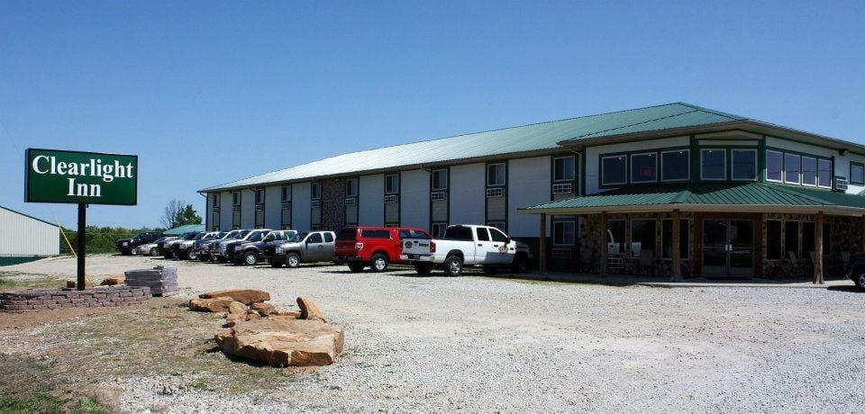 Clearlight Inn: Hwy 254 & Hwy 64, Hermitage, MO