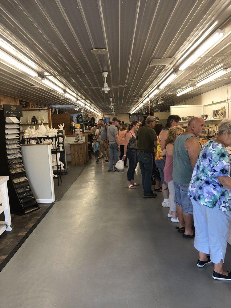 The Windmill Farm & Craft Market: 3900 NY-14A, Penn Yan, NY