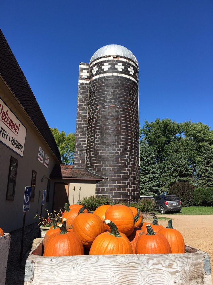 Carlson Orchard & Bakery: 11893 Montgomery Ave SW, Winsted, MN