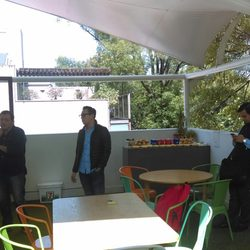 Garage cowork oficinas compartidas calderon de la for Oficinas compartidas