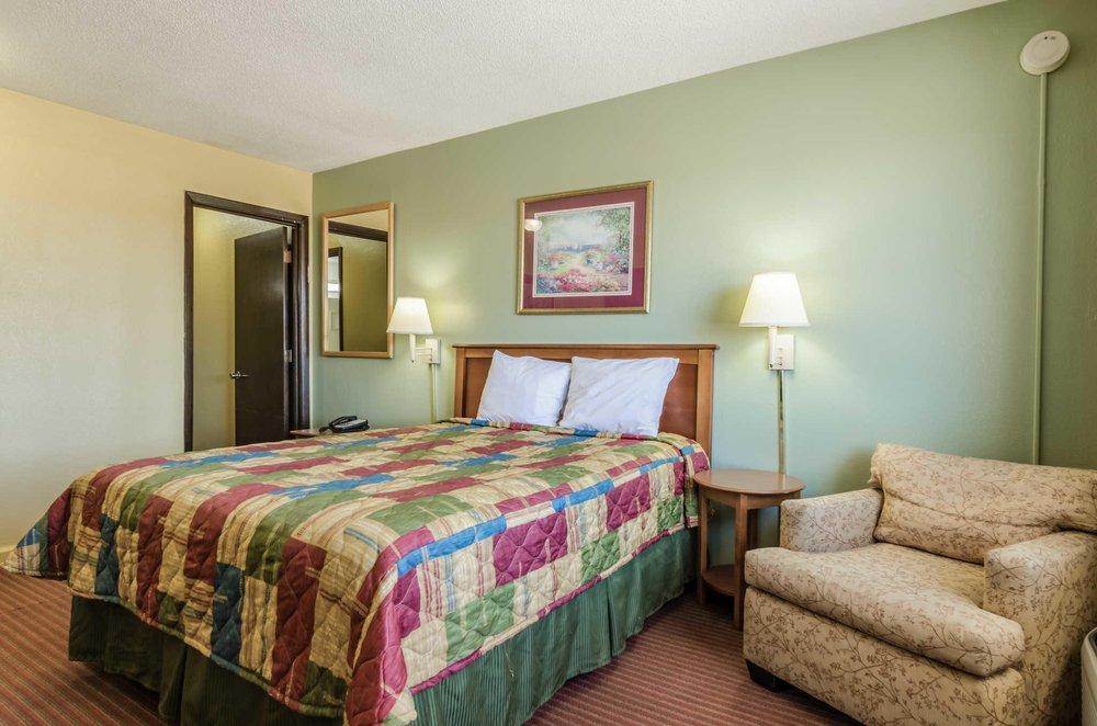 Rodeway Inn: 89 Lincoln St, Concordia, KS