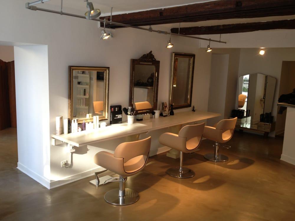 Le salon de julie coiffeurs salons de coiffure 19 for Salon coiffure rennes