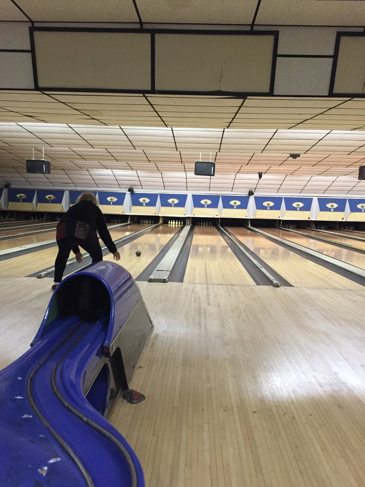 Holiday Lanes: 39 Spencer St, Manchester, CT