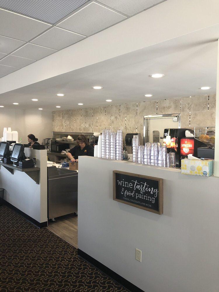 Sunview Restaurant: 827 Park Ave, Beaver Dam, WI
