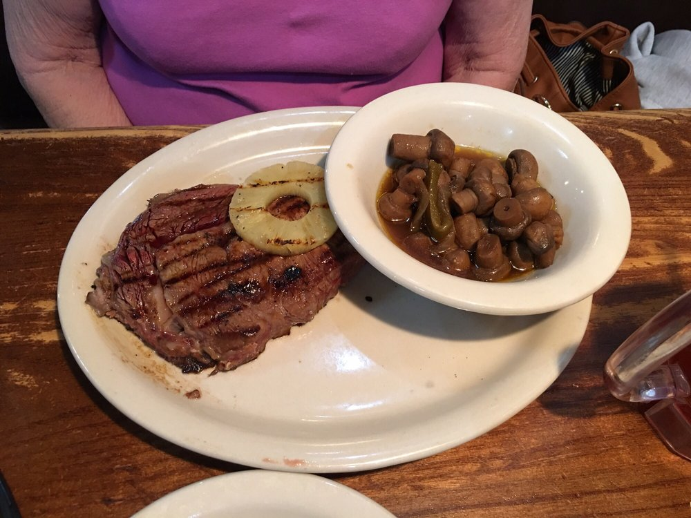 Colton's Steakhouse & Grill: 206 Nl Roger Wells Blvd, Glasgow, KY