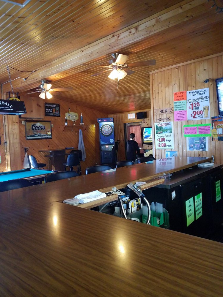 Coachlight Bar & Grill: W5814 Lake Dr, Shawano, WI