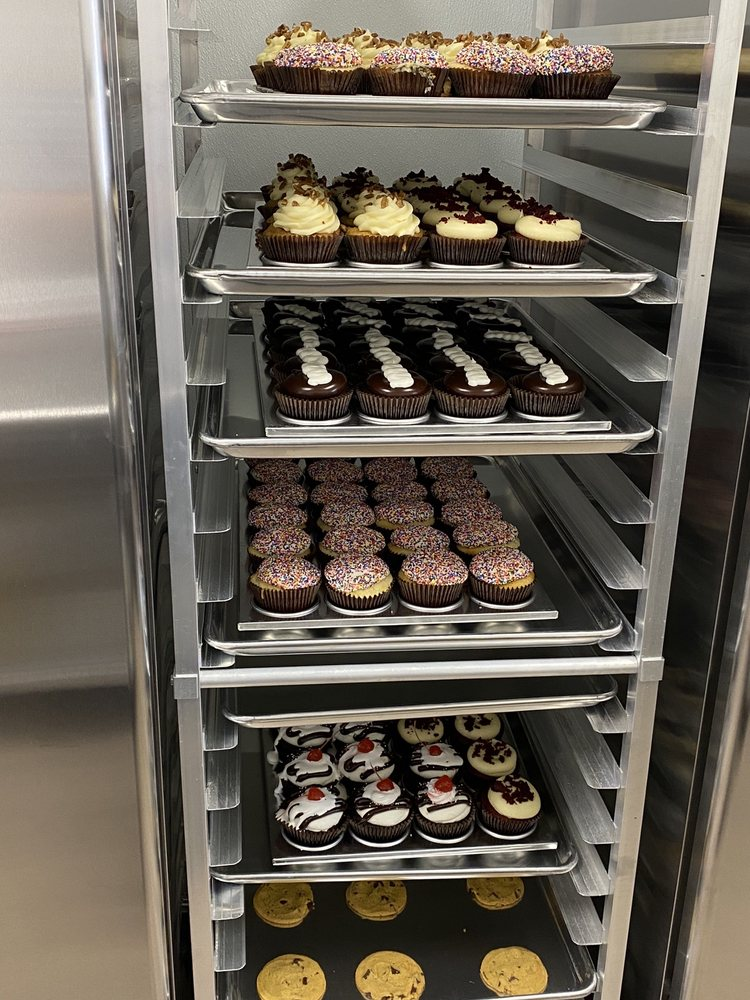 Smallcakes Of Homewood: 17929 S Halsted St, Homewood, IL
