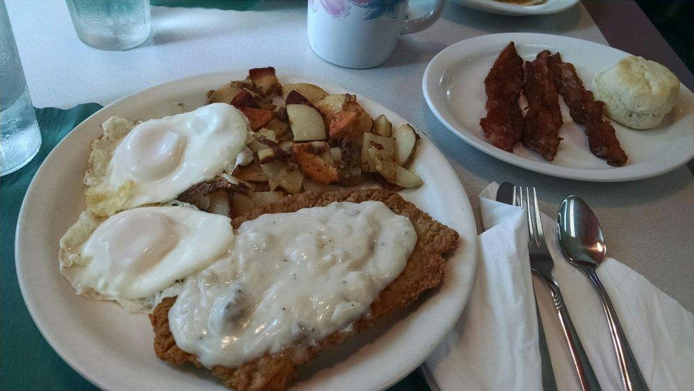 Sandy's Diner: 51 W Water St, Markesan, WI