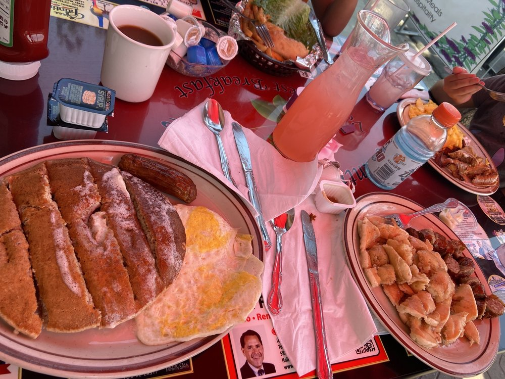 Country Rose Cafe: 756 San Benito St, Hollister, CA