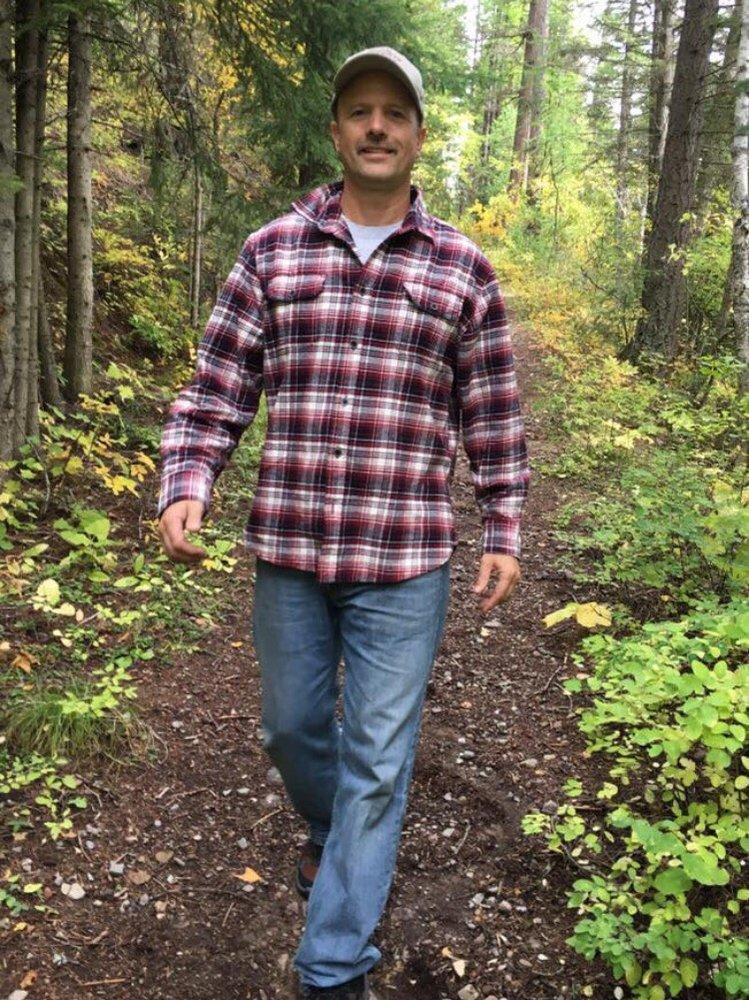 huck finn life on the river vs land