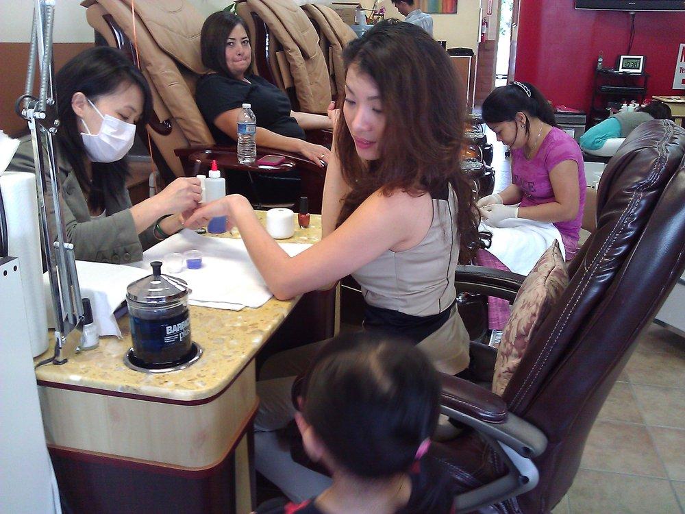 Transvestite nail salon